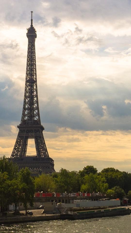 PARIS KEESEEK